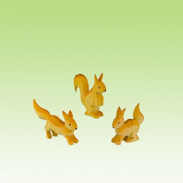 geschnitzte Eichhörnchengruppe