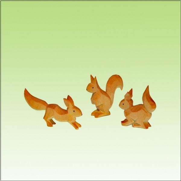 geschnitzte Eichhörnchengruppe, farbig lasiert