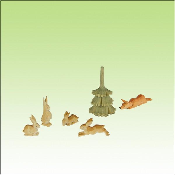 geschnitzte Hasengruppe mit Fuchs, farbig lasiert