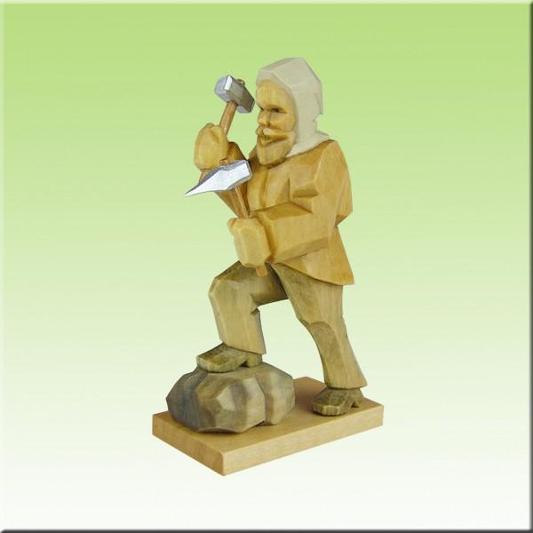 geschnitzter Bergmann, hackend, Fuß auf Stein, 7cm, farbig lasiert